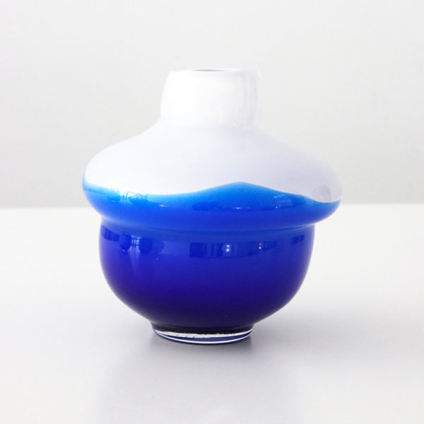Volcano Glass Vase White-Blue Small 02